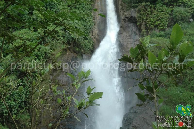 Download this Air Terjun Pletuk... picture